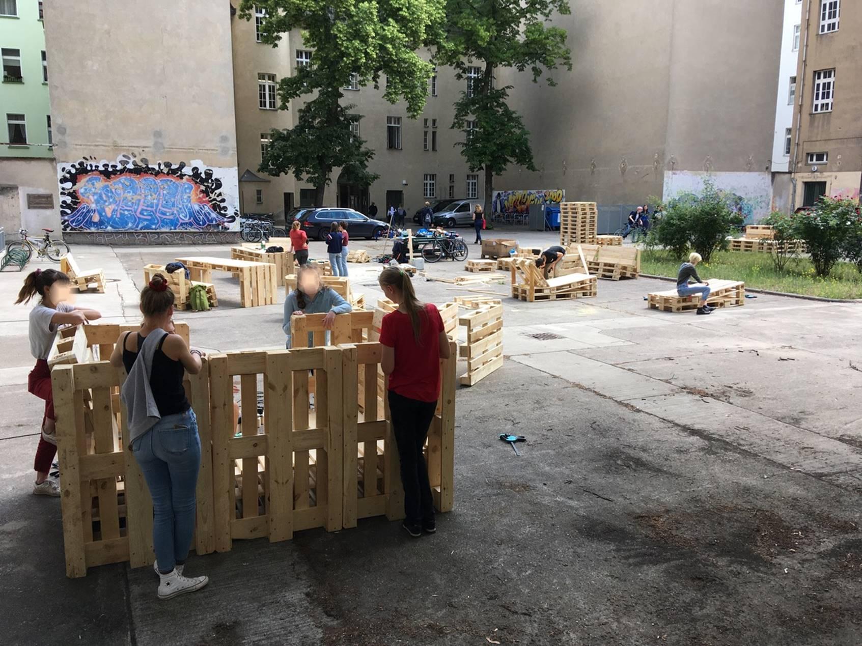 Möbelbau OHO-Schulhof 1